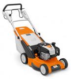 RM 545 VE benzinmotoros fűnyíró állítható kerékhajtással, önindítós