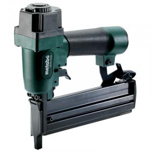 DKNG 40/50 sűrített levegős tűzőgép / szegező (műanyag hordtáskában) termék fő termékképe